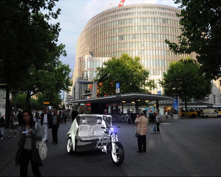 Die VW-Up Rickshaw wartet bei Tag...